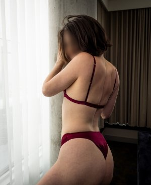 Marie-jacques brunette escorts in Lyndhurst, OH